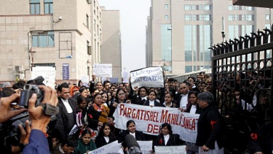 Рекордният студ в Индия взе над 100 жертви