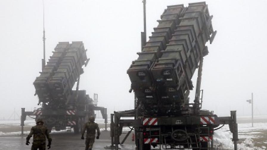 """В Турция пристигнаха първите американци, които ще разполагат ракетите """"Пейтриът"""""""