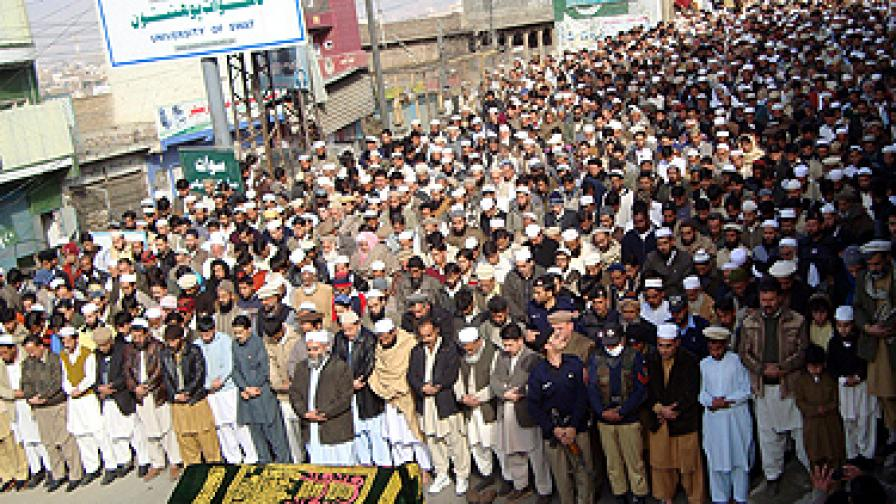 Атентати отнеха живота на 120 души в Пакистан