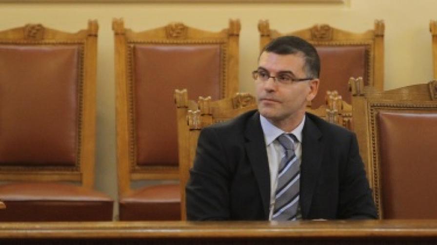 С. Дянков: Няма да се вдигат заплатите на управници