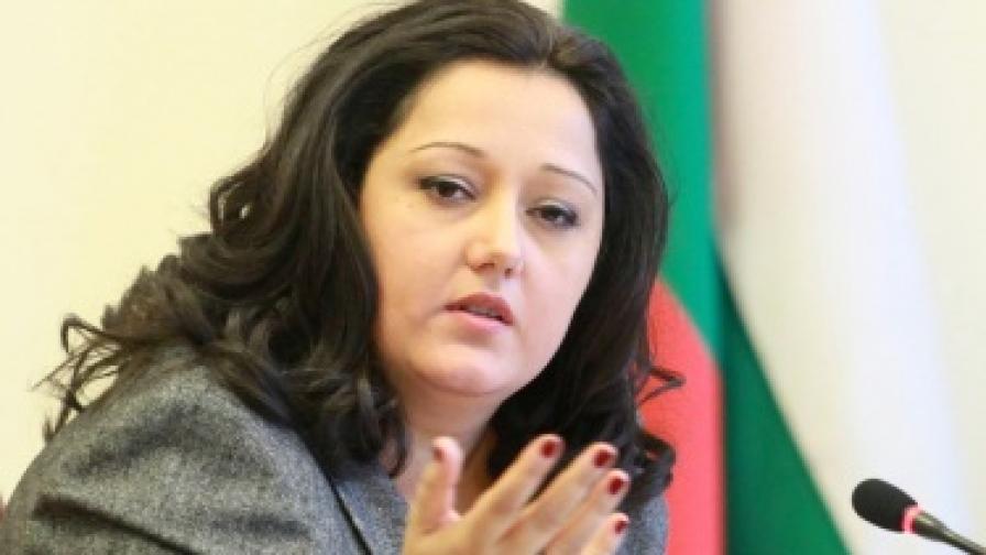 Лиляна Павлова: Законът да забрани строителство върху дюни