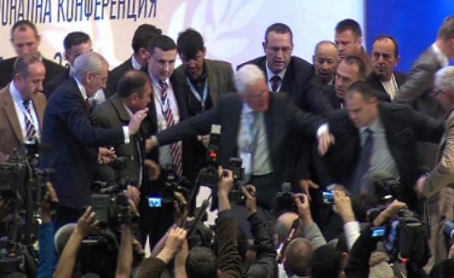 Нападението срещу Доган отекна и в Турция