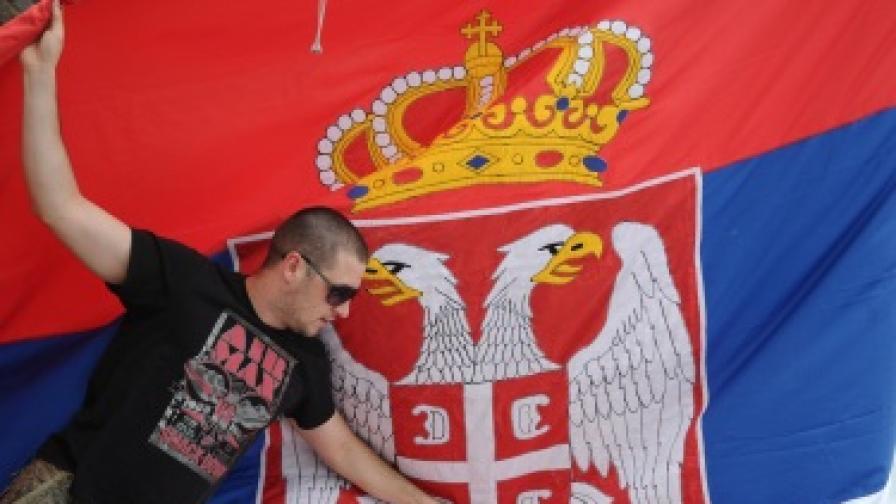 Сръбската полиция събори паметник на албански бойци