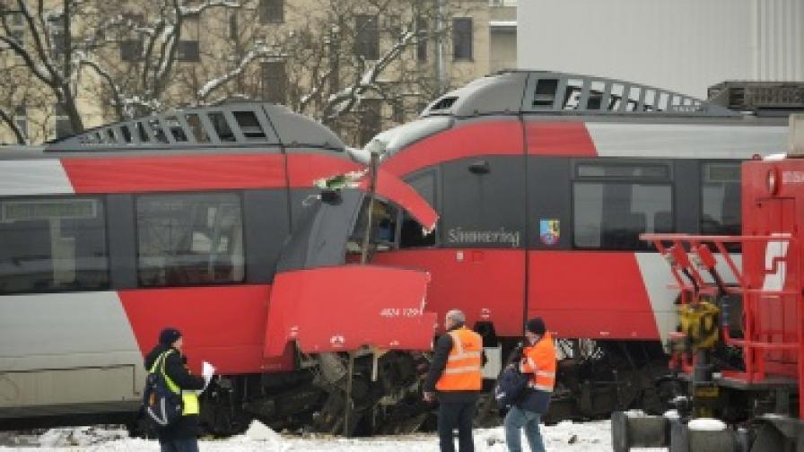 Два влака се сблъскаха челно във Виена
