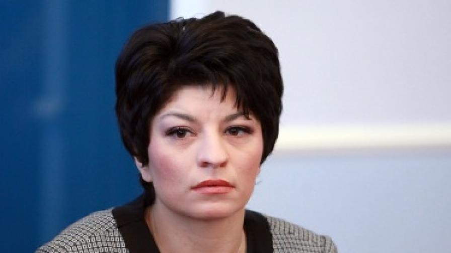 Министър Атанасова: Никой от здравното министерство не е получавал бонуси или допълнително материално стимулиране
