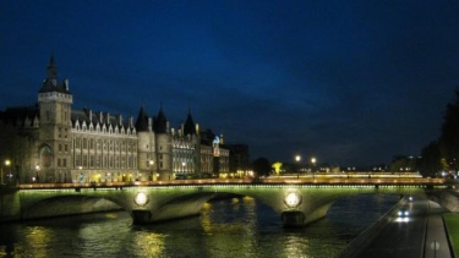 Във Франция пестят: Без дежурно осветление