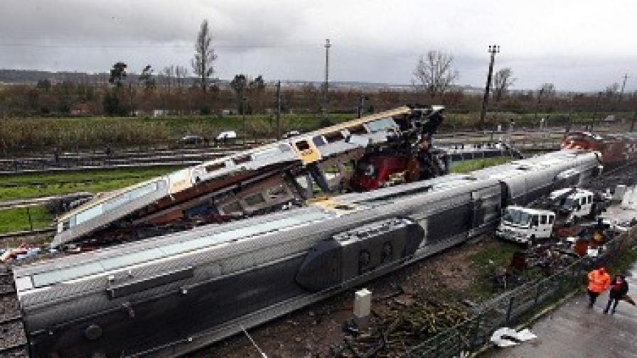 Пътнически влакове се сблъскаха в РЮА, има най-малко 300 ранени