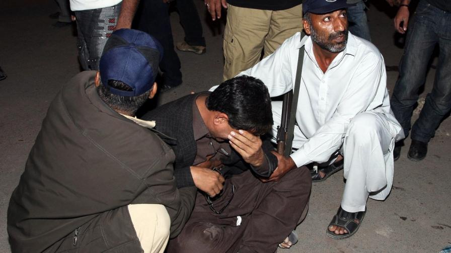Атентат край две джамии в Пакистан взе над 20 жертви