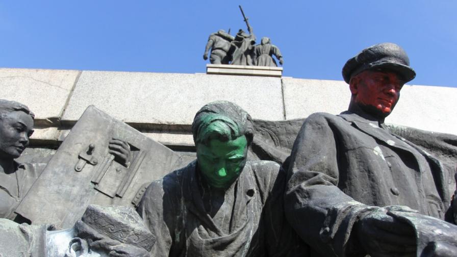 Пак изрисуваха паметника на Съветската армия
