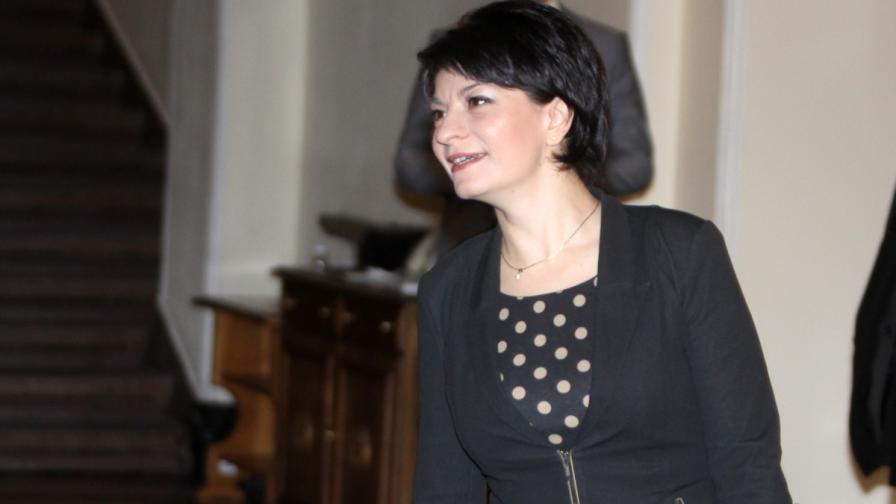 Министър Атанасова: Забраната за тютюнопушене ще остане