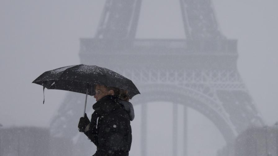 Дамите в Париж вече имат право да носят панталони