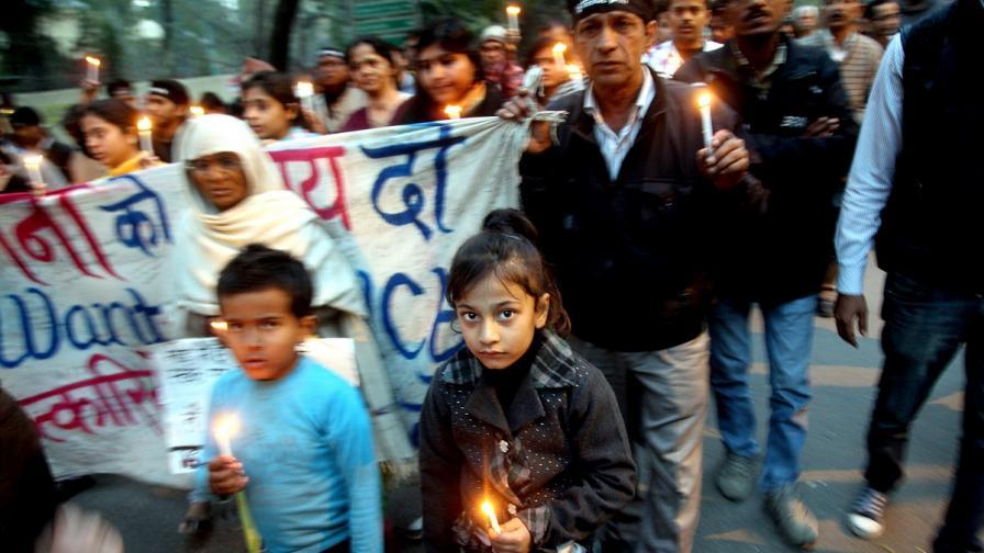 Индия въвежда смъртно наказание за изнасилване