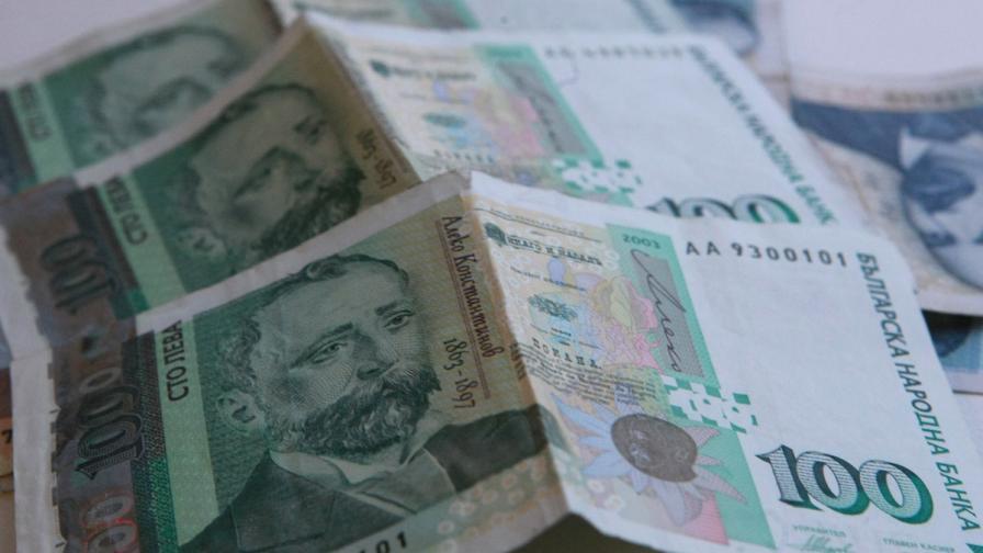 Делът на лошите кредити паднал заради отписване на дългове