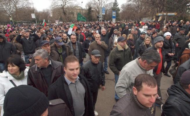 Нови протести срещу високите сметки за ток