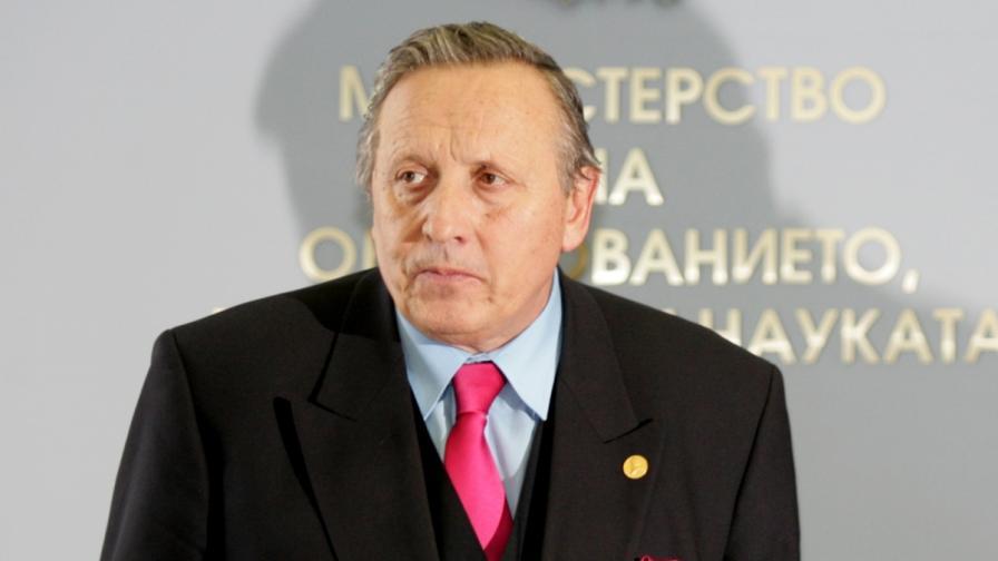"""Министър Стефан Воденичаров назначи ново ръководство на фонд """"Научни изследвания"""""""