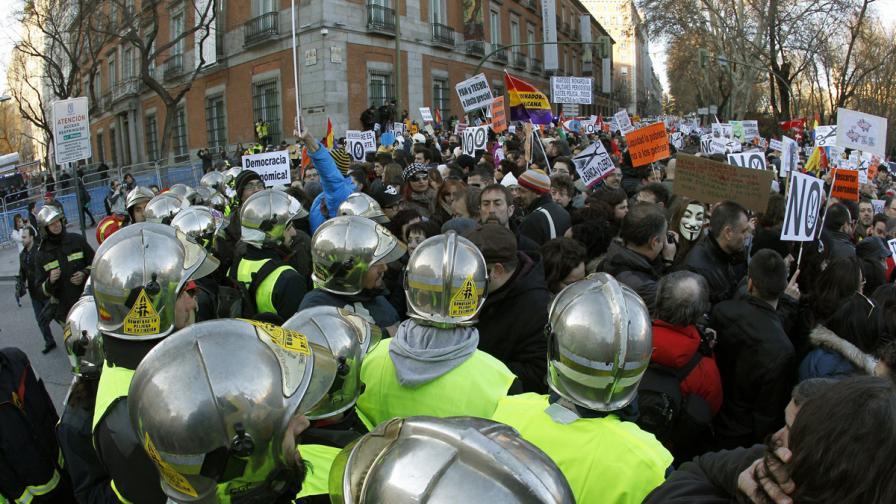 Десетки хиляди на протест в Испания срещу политиката на правителството