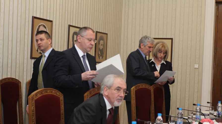 """""""Синята коалиция"""" готова да състави гражданско правителство"""
