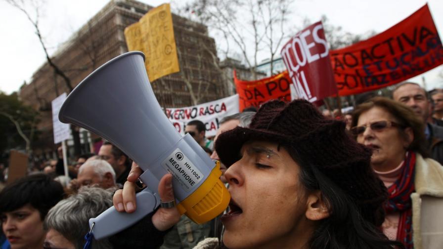 200 хиляди португалци протестират на улицата