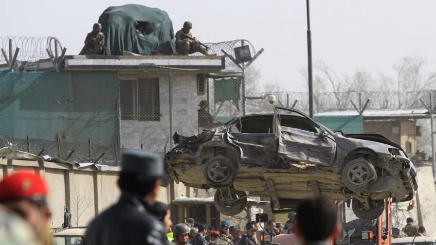 Атентат посрещна американски министър в Кабул