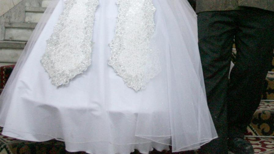 Момче на 8 се ожени за 61-годишна жена