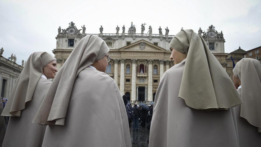 В очакване на белия дим спекулациите за новия папа продължават