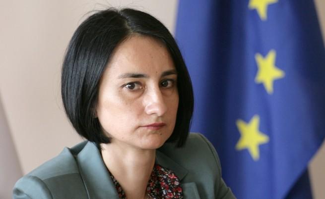 Министър Костадинова обеща пакет социални мерки до седмица