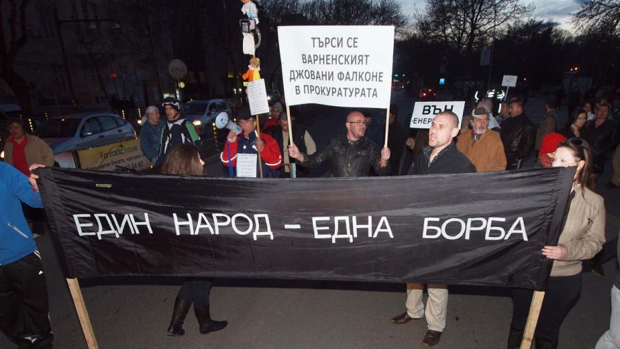 Мъж заплашва с гладна стачка, иска целият Общински съвет във Варна да подаде оставка