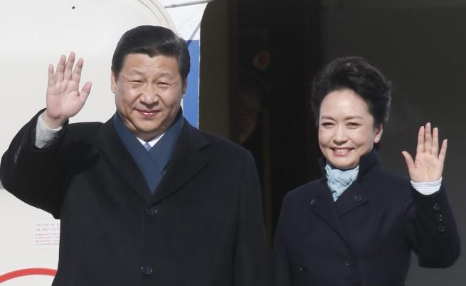 Първата дама на Китай под светлините на прожекторите