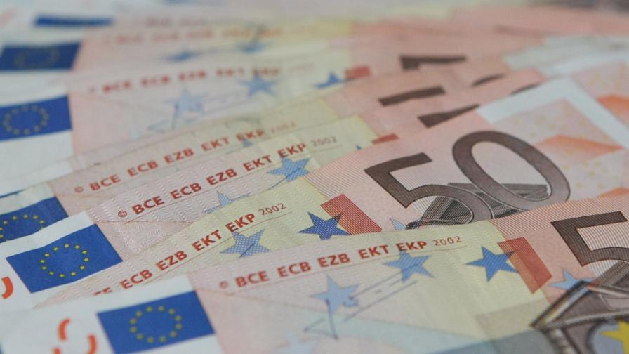 В Кипър вече могат да се теглят до 100 евро на ден
