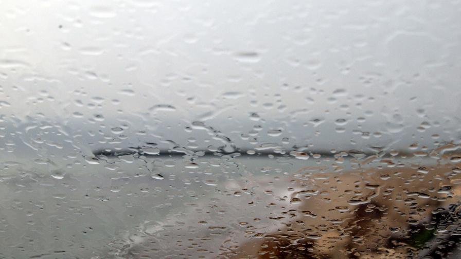 Жълт код в шест области в страната за проливни валежи