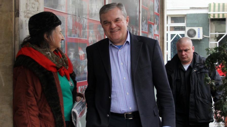 Румен Петков, който по традиция оглавяваше листата на БСП в Плевен, пристига за днешния пленум на социалистите
