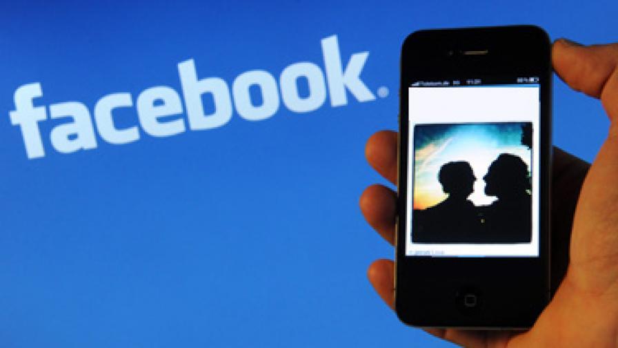 """Съд забрани на 12-годишна """"Фейсбук"""" заради заплахи"""