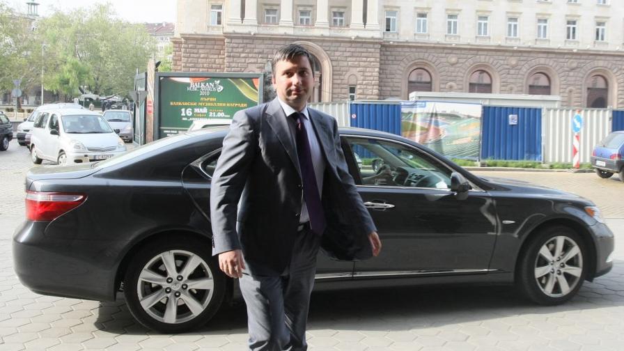 Иво Прокопиев пред Министерския съвет (фотография от май 2010 г.)