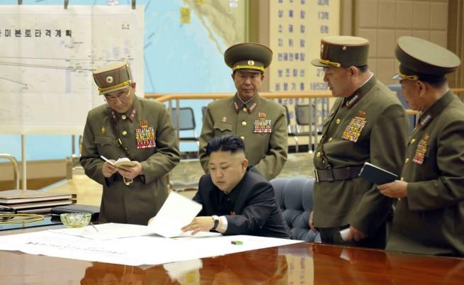 От ЕС успокояват: Едва ли КНДР ще започне война