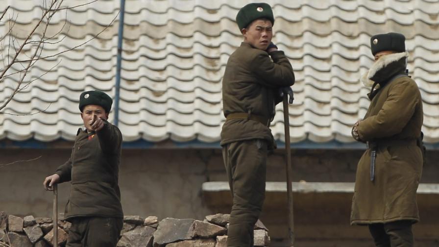 Япония чака КНДР да изстреля ракета още днес