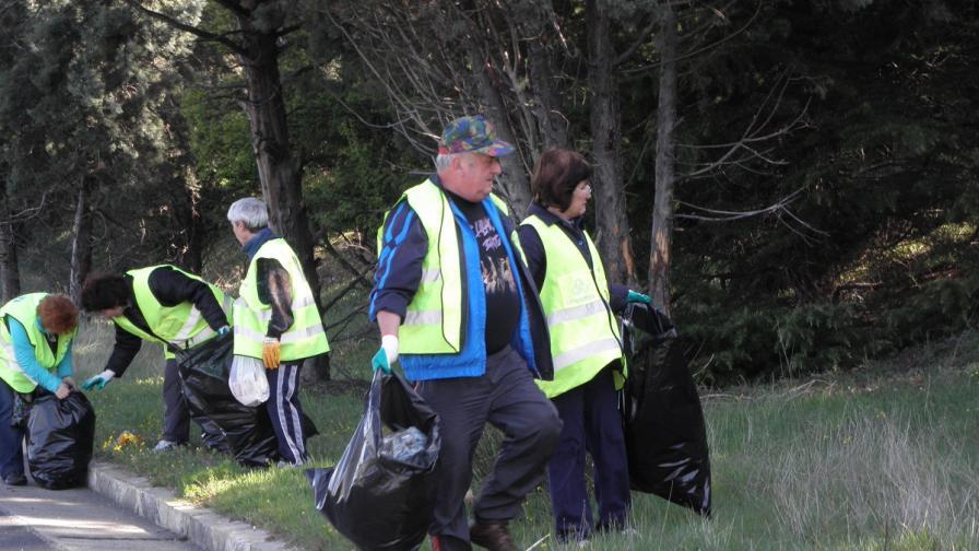 Българите изчистиха 12 003 тона отпадъци