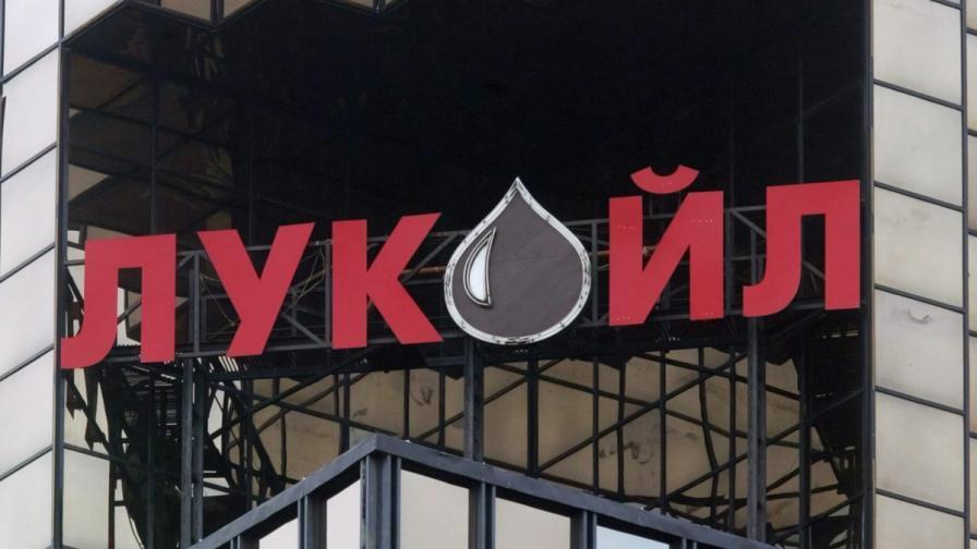 """Агенция """"Митници"""": Уредите в """"Лукойл"""" не са преминали контрол"""