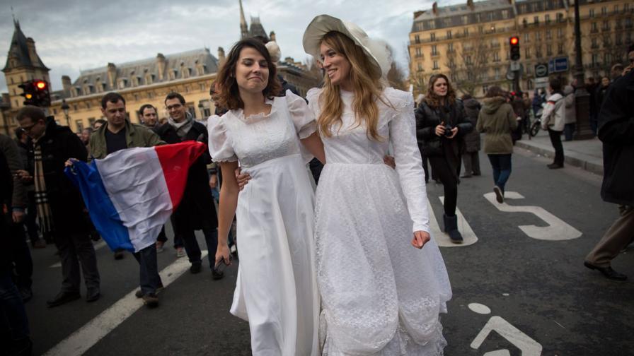 """""""Наръчник за идеалната гейсватба"""" стана хит във Франция"""