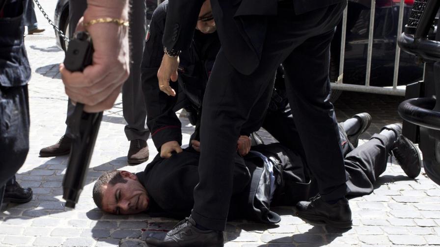 Стрелба пред двореца Киджи в Рим, докато правителството полага клетва