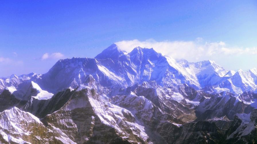 Европейски алпинисти и непалски шерпи се сбиха на Еверест