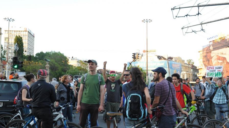 100 души се събраха на протест за Пирин