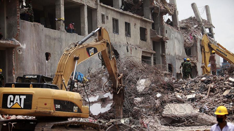 Окончателно: Жертвите на сградата убиец в Бангладеш са 1127