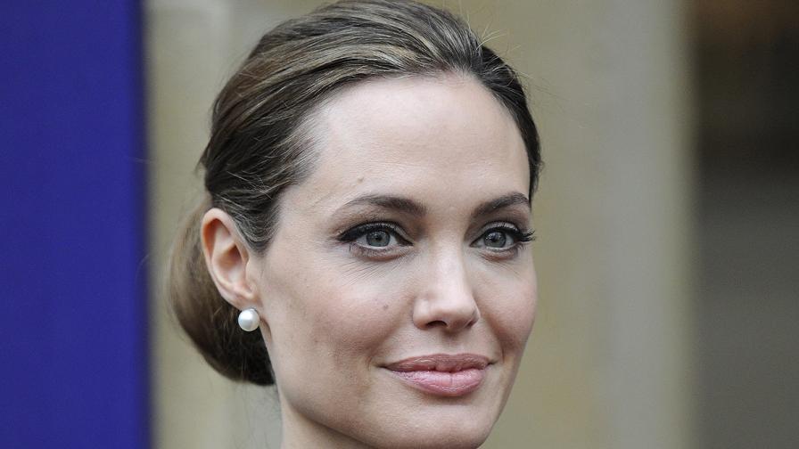 Анджелина Джоли е била подложена на двойна мастектомия