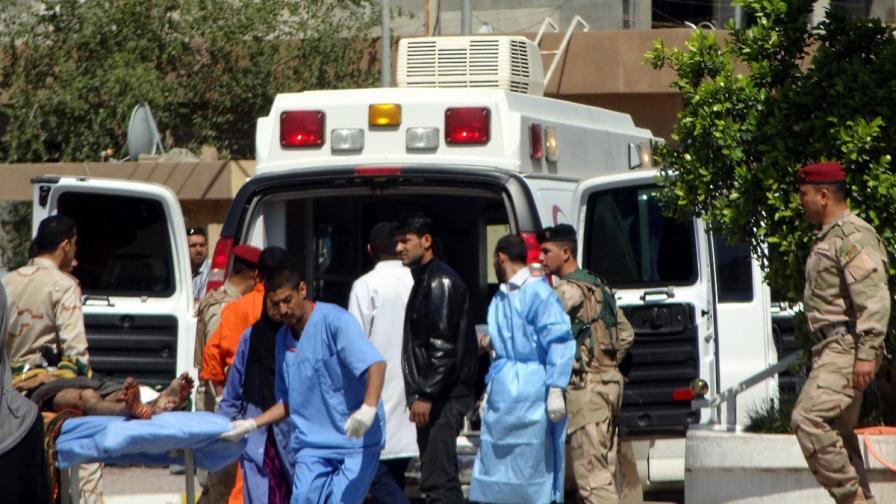 Взривове пред сунитска джамия взеха най-малко 41 жертви в Ирак