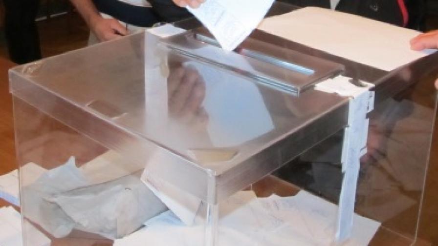 Конституционният съд образува три дела за изборите