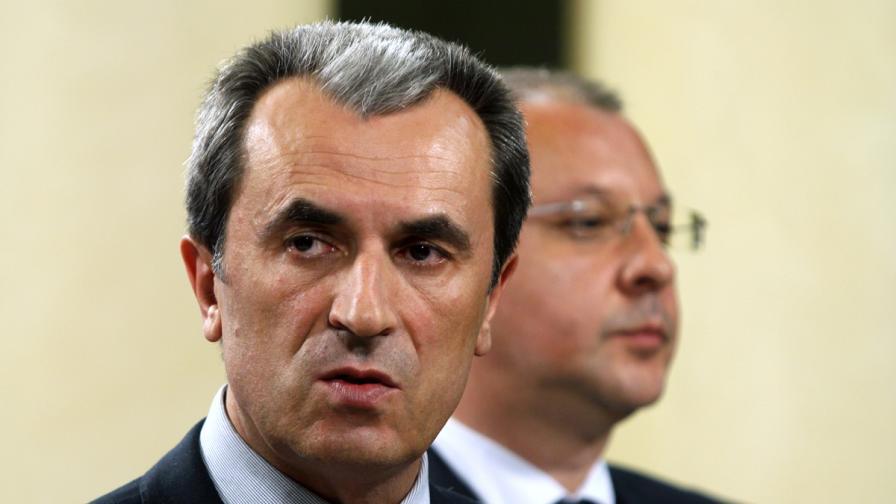 """БСП обсъжда новия кабинет с """"Атака"""" и ВМРО"""