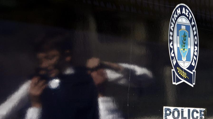 Гъркиня със сатър в ръка нахлу в данъчна администрация на о-в Крит
