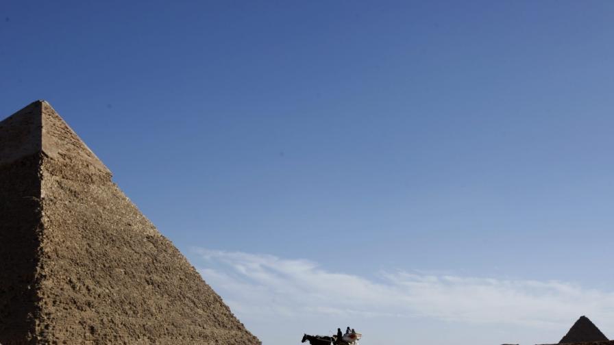 """Китайче надраска египетска реликва с """"Дин Дзинхао бе тук"""""""