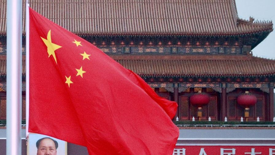 В Китай продават бели тениски срещу лична карта
