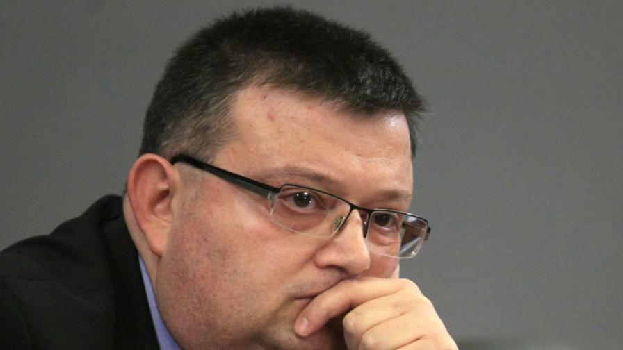 """""""Труд"""": Цацаров иска имунитета на Цветанов днес"""